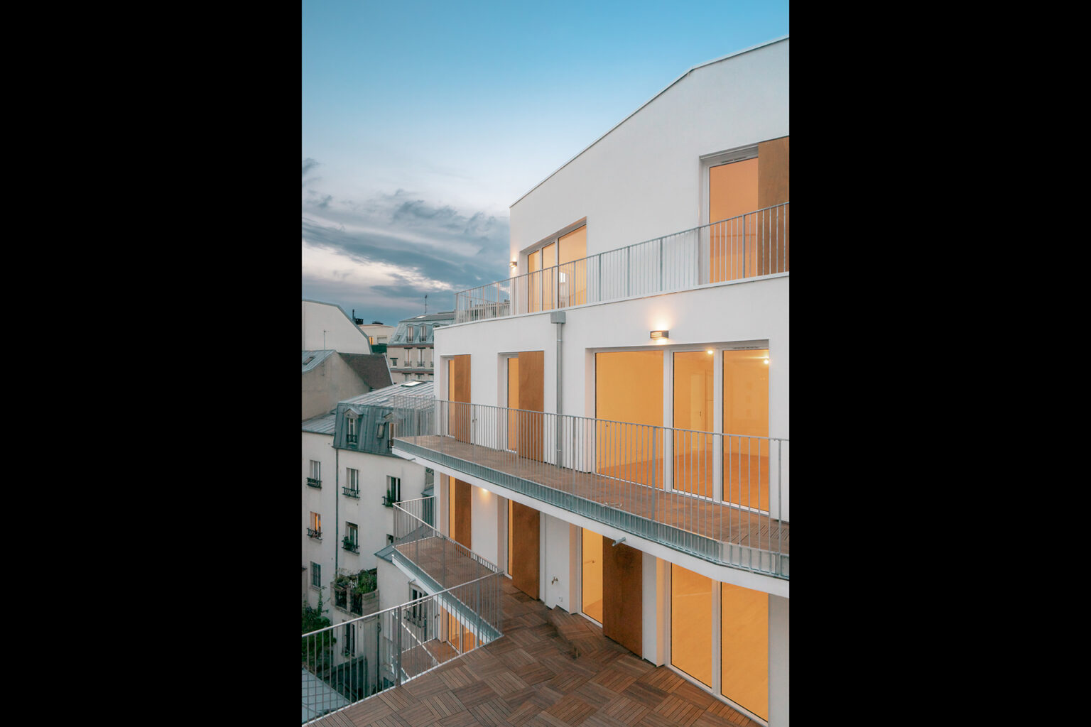 mobile architectural office - Construction neuve de 25 logements et une crèche de 60 berceaux à Paris 20e © Nicolas Grosmond